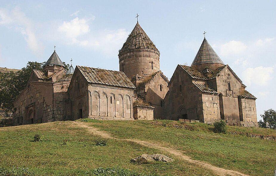 1700. rocznica chrztu Armenii, 18 lutego 2001